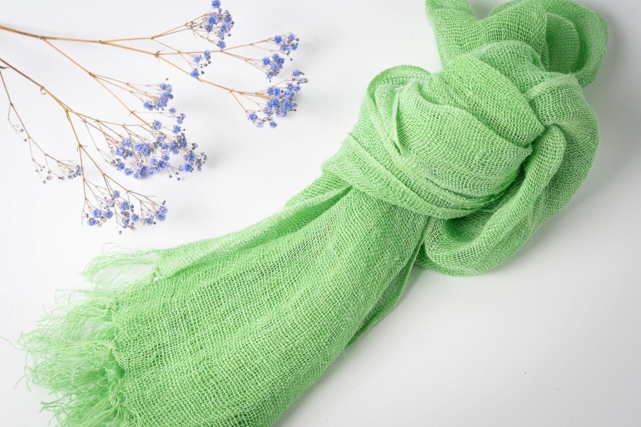 昔使用していた麻布の蚊帳地をショールとしてリメイク。麻素材なので肌触りが涼しく夏にオススメです。