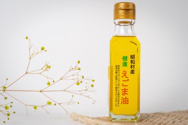 現代人に不足している「オメガ3脂肪酸」を豊富に含むえごま油。使用しているえごまは100%昭和村産です。