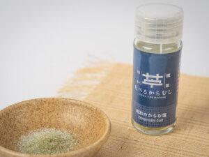 昭和村産のからむしの葉を使った風味豊かな調味塩です。